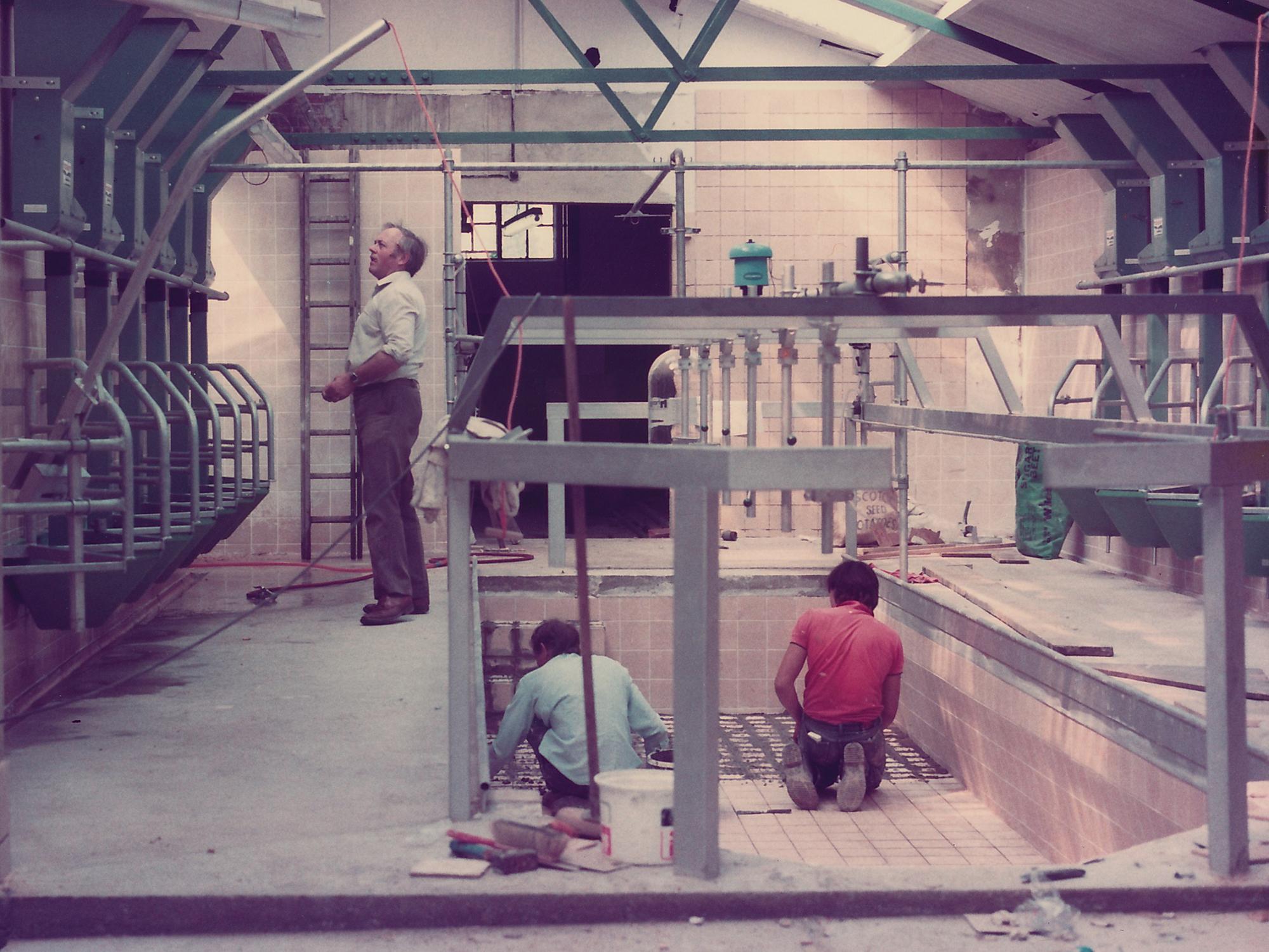 https://creativejuicesbrewingcompany.com/wp-content/uploads/2020/03/1984-08-Milk-Parlour-Tiling-with-John-Chapman.jpg